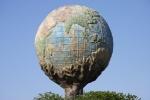 Глобус в парке