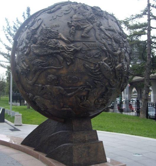 Памятник глобус вселенной