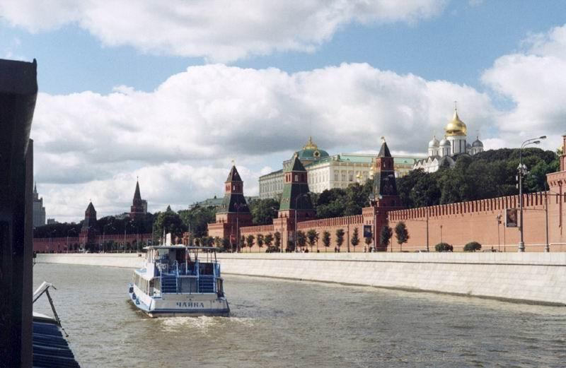 Московский Кремль с борта прогулочного кораблика