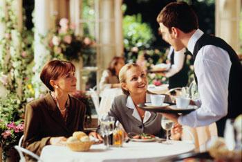 Правила этикета за столом для туристов